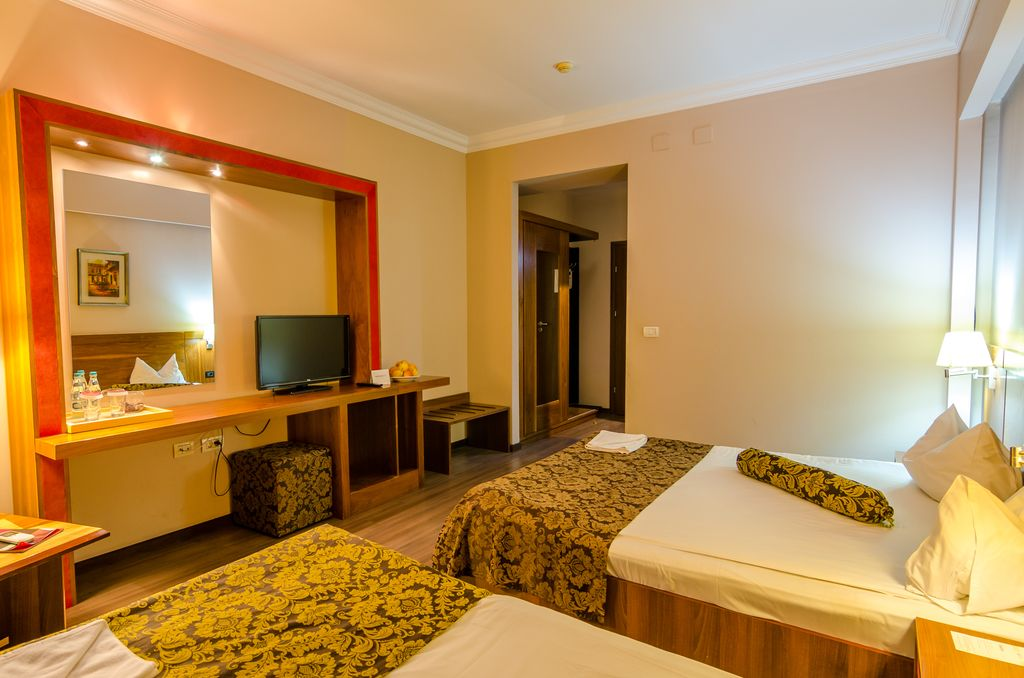 Triple Double Room -Phoenicia Express
