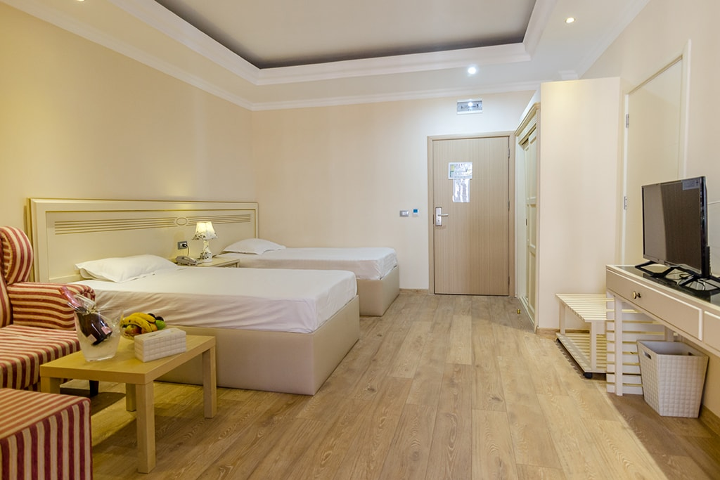 Double room with twin beds -Phoenicia Luxury